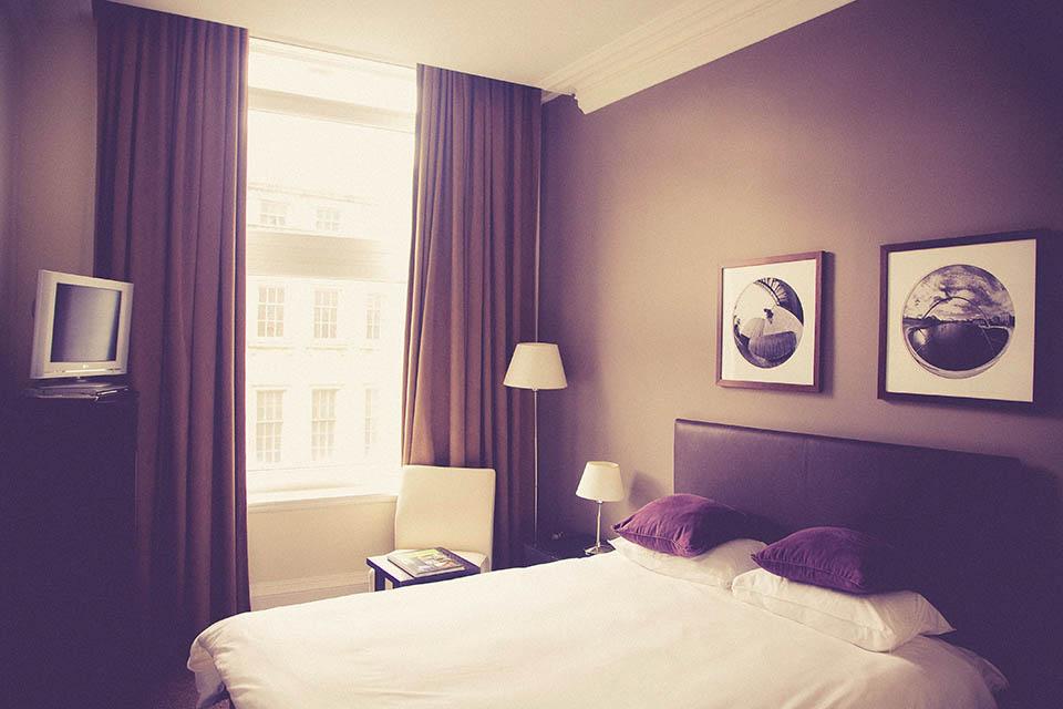 遮光窗簾布材質怎麼挑才能真的不透光?遮光窗簾推薦這樣選!