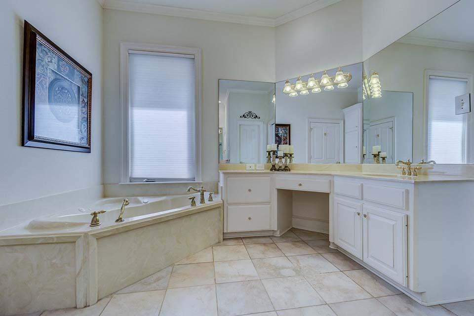 浴室捲簾功效大!善用浴室防水捲簾,輕鬆擁有清爽浴室!