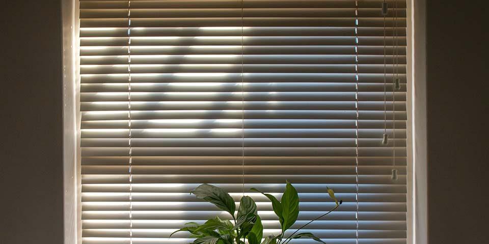 木質百葉窗簾呈現質感居家風格!但原來木製百葉窗簾品質好壞差很多?
